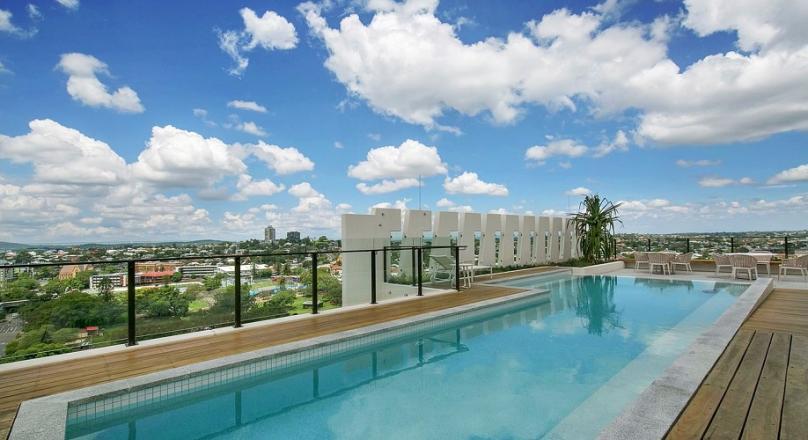 Cosmopolitan Lifestyle in South Bank